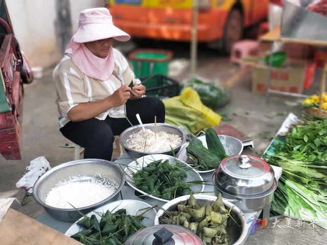 端午将至 集贸市场传统产品热销